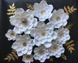 10 white paper flowers with gold leaves