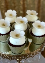 Matching cupcakes by Flour & Flowers by MK